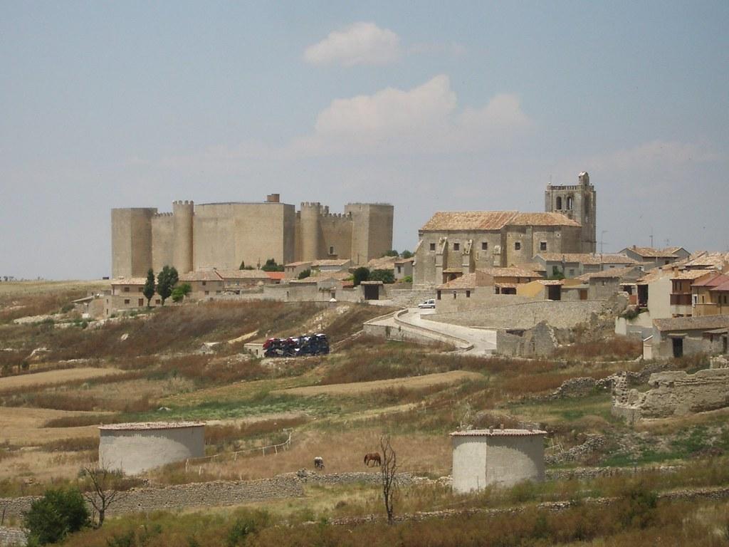Castillo de Montealegre de Campos e iglesia(Valladolid, Castilla y León)