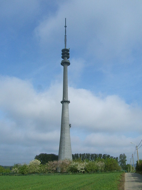 Dsm Keukens St Pieters Leeuw : St Pieters leeuw antenna tower Flickr Photo Sharing!