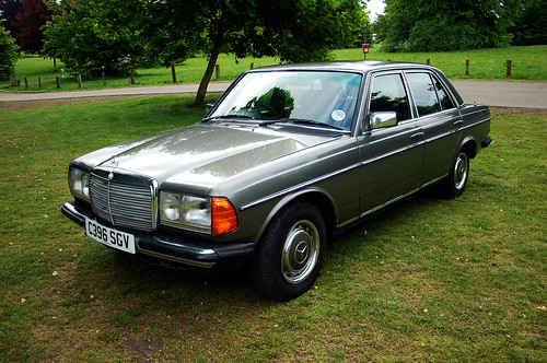 Mercedes benz w123 230e retro rides for Mercedes benz 230e