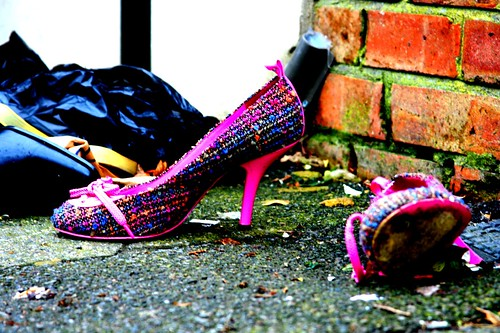 pink shoe dumped (lomo style) by ultraBobban