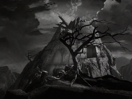 'the gothic elements of frankenstein are The gothic elements of mary shelley's novel, frankenstein, include supernatural motifs, medieval architecture and mysterious aspects of human nature other gothic elements involve the desire for knowledge, the doppelganger, the monster and the eventual fall of man.