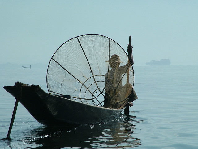 Behind the fisherman on the Inle Lake (2)