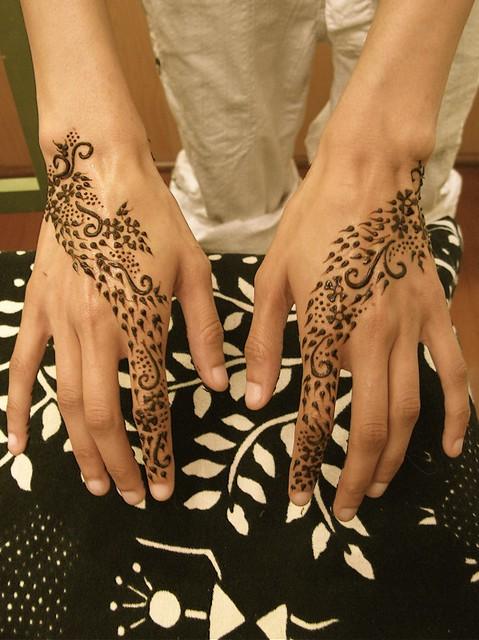tops of rahi's hands