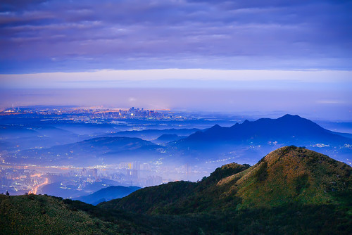 taiwan taipei yangmingshannationalpark datunmountain sunrise dawn outdoors scenery shilindistrict mountain fog light cityscape 台灣 台北市 陽明山國家公園 大屯山 藍調 士林區 平流霧 晨曦 日出