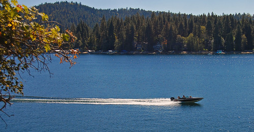 Speed boat on Arrowhead Lake