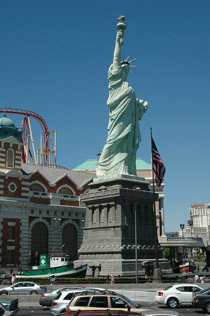 Statue of liberty replica las vegas flickr photo sharing for Garden statues las vegas nv
