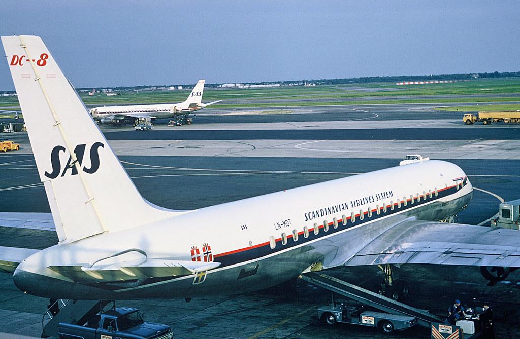 SAS DC-8 at JFK 1965  (ut)