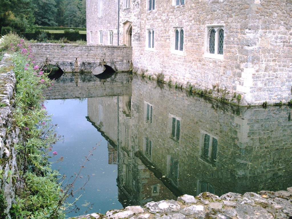 Ightam Mote Tudor and medieval moated manor house. D.Allen. Vivitar 5199 5mp