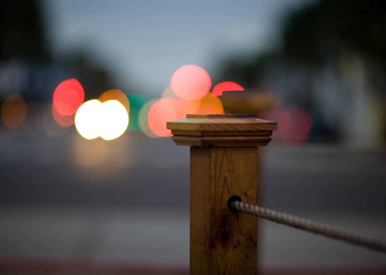 Post at the end of Wilshire Boulevard