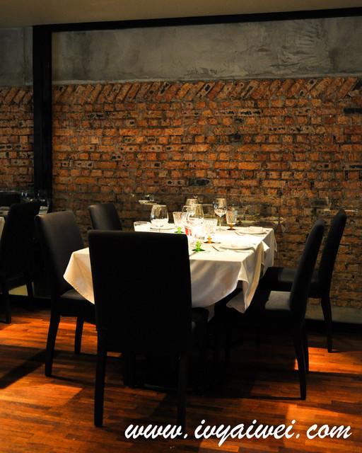 Leonardo s dining room wine loft jalan bangkung for Leonardo s dining room