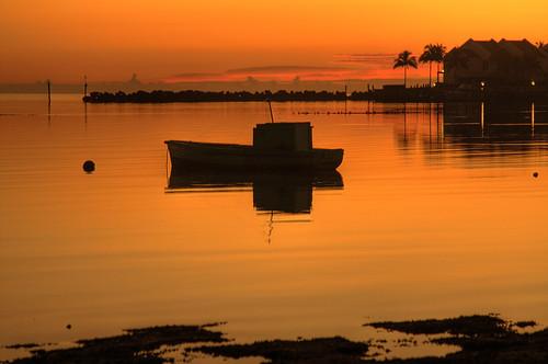 water silhouette sunrise dawn golden boat still foil bahamas nassau newprovidence gloriousfool dickspoint