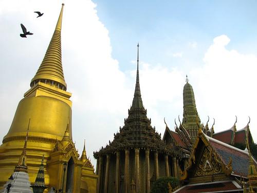 Phra Siratana Chedi, Phra Mondop y Prasat Phra Monthian Dharma