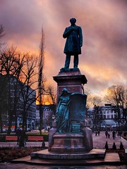 J.L.Runeberg statue at sunset