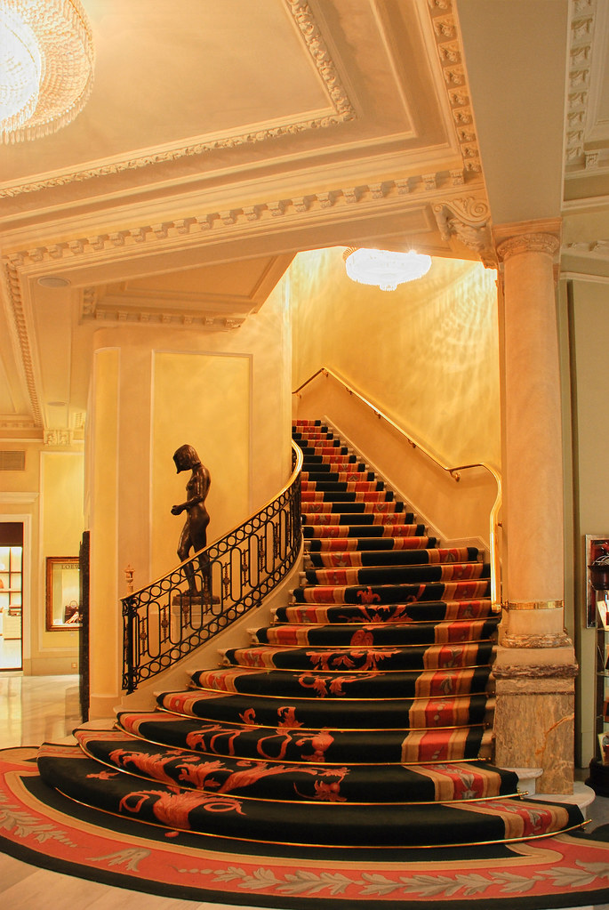 Madrid. Hotel Palace - Escalera interior.