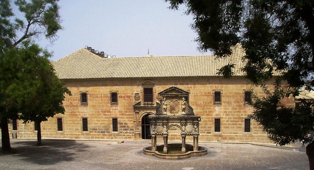Fachada del Antiguo Seminario y Fuente de Santa María
