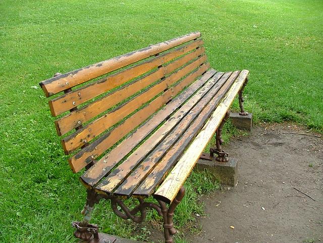 Un banc au Parc de l'Artillerie