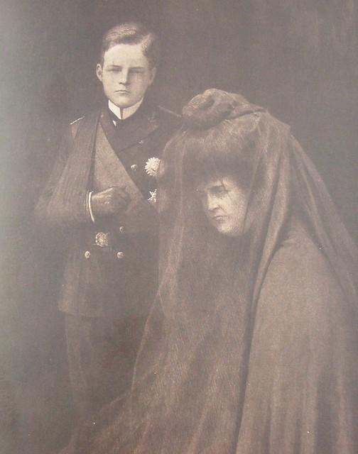 O luto do já rei D. Manuel e de D. Amélia, na capa de uma revista francesa de 15 de Fev.1908