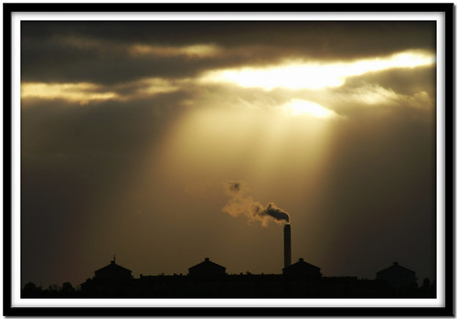 light chimney sun sol home clouds ray view minolta sweden stockholm smoke schweden january explore cc frame creativecommons dynax7d 7d konica sverige dynax ram 2008 utsikt viewfromhome suede hemma konicaminolta moln nacka rök kicki flickrexplore solstråle explored konicaminoltadynax7d abigfave goldmedalwinner anawesomeshot superbmasterpiece finntorp theperfectphotographer goldstaraward svenskaamatörfotografer kh67