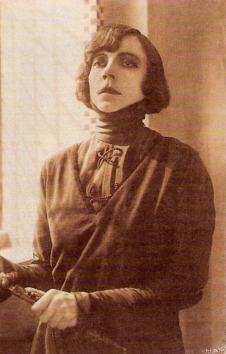 Asta Nielsen in Hamlet (1921)