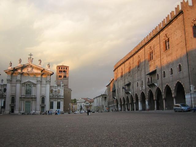 Mantova piazza sordello lombardia a photo on flickriver for Piazza sordello
