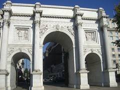 monument(0.0), ancient roman architecture(1.0), arch(1.0), landmark(1.0), architecture(1.0), facade(1.0), arcade(1.0), column(1.0), triumphal arch(1.0),