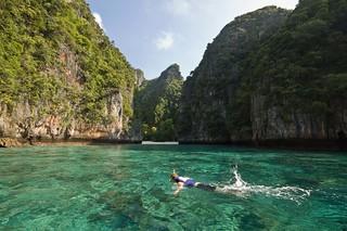 Snorkeling Lo Sama Bay