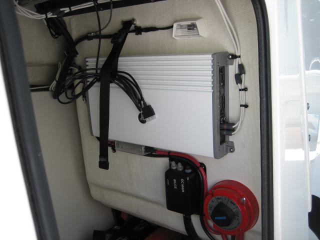 JL Audio AMP M6450 2002 Boston Whaler 210 Ventura