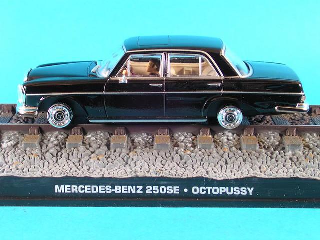les voitures de james bond 007 mercedes benz 250 se sur. Black Bedroom Furniture Sets. Home Design Ideas