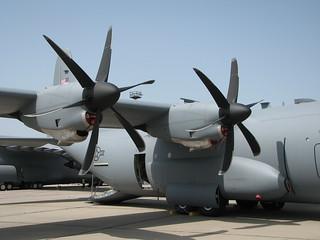 Flügel: C-130 Hercules