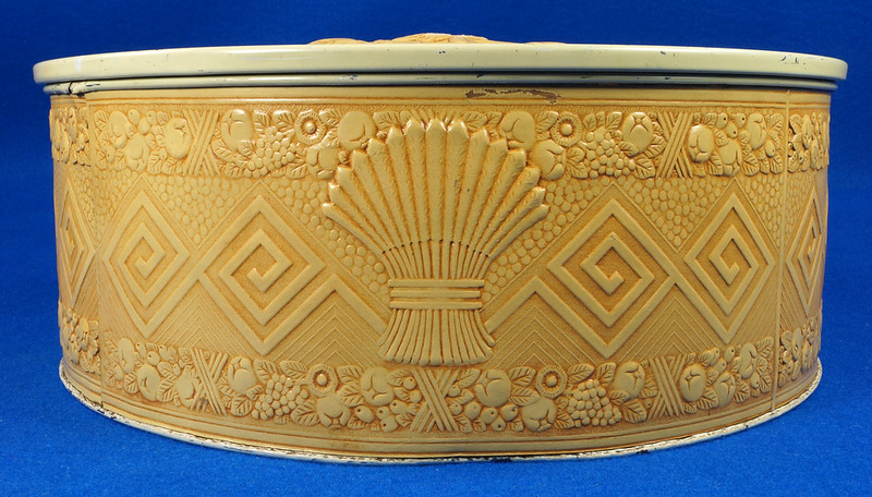 RD15263 Vintage Smith Crafted Chicago Round Fruitcake Cookie Antique Tin Box DSC08908