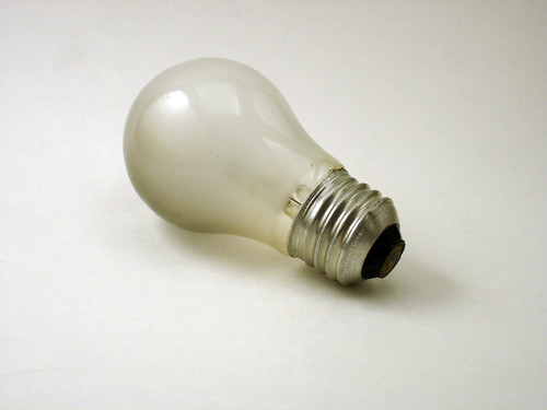 Was light bulb invented by edison or not?