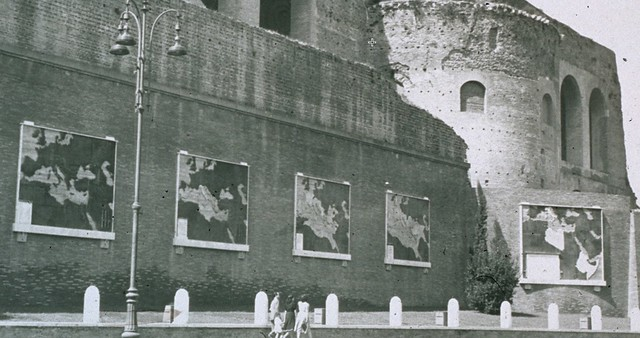 "Rome, Imperial Fora: ""Via dell'Impero Nascita di una strada 1930-36."" Map # 5: ""Fondazione dell' Impero  (28/10/1936)."" Foto: View far /right of Map # 5 mounted on the Basilica of Maxentius (ca. late 1930s?)."