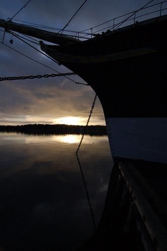 sunset reflection evening ship calm bow tallship Åland pommern siluett aaland setsail ashipinharborissafebutthatsnotwhatashipisbuiltfor
