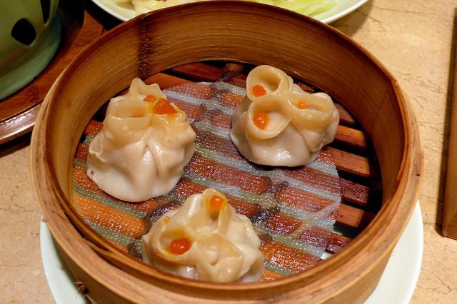 蟹粉蒸饺 Crab and Pork Steamed Dim Sum by CC user qilin on Flickr