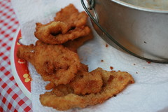 fried prawn(0.0), fish(0.0), batter(0.0), mozzarella sticks(0.0), seafood(0.0), chicken fingers(0.0), onion ring(0.0), produce(0.0), frying(1.0), deep frying(1.0), fried food(1.0), food(1.0), dish(1.0), cuisine(1.0), snack food(1.0), fast food(1.0),