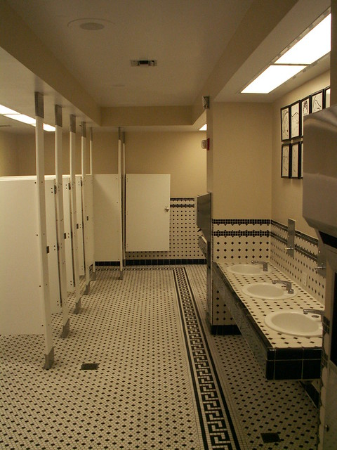 Hollywood Brown Derby - Restroom