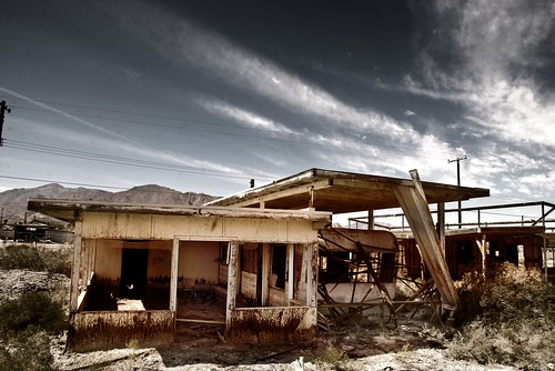 exploration : Salton Sea - Salton Beach - a cup of cofee and a muffin by the window
