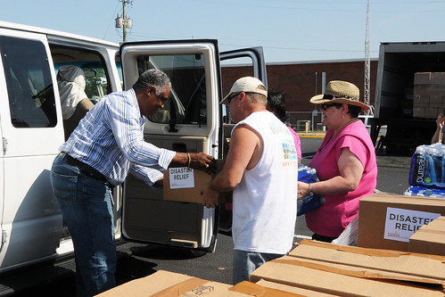FNS Southeast Regional Administrator Donald Arnette (far left) pitches in with West Alabama Food Bank workers at a make-shift food bank on May 11, handing out disaster food assistance in a Publix parking lot in Tuscaloosa, Ala., after tornadoes hit the area. Food banks can work with FNS to supply food to victims of disasters. USDA Photo by Debbie Smoot.