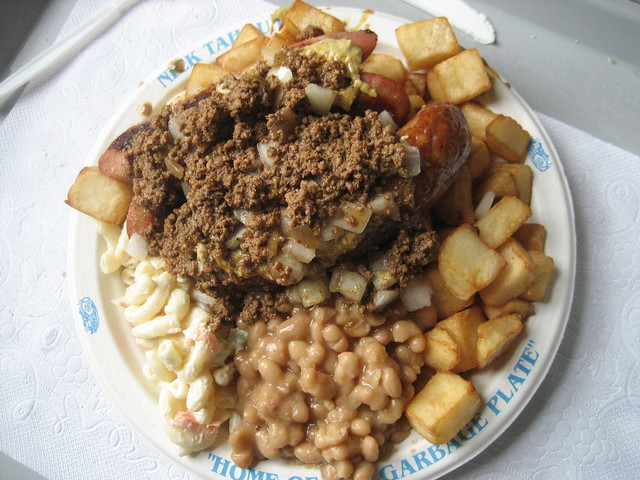 Garbage plate by CC user peretzpup on Flickr