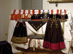 Costumi della tradizione sarda a set on flickr for Vestito tradizionale giapponese femminile