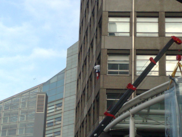 Alain Robert climbs the e-envoy's building
