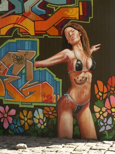 Graffiti mit Wahrheit und Wärme des Gefühls an der Autobahnbruecke die Schwüle nicht das Herz, leer ist es wie ein ausgeweintes Weib 192