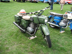 sidecar(0.0), vehicle(1.0), motorcycle(1.0), cruiser(1.0), motorcycling(1.0), land vehicle(1.0),