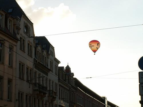 Haben Sie eine Kommission für Ballon - Fahrer am Schillerplatz? fragte ich, dafür gebe ich kein Geld aus, keine Kommission für Menschenrechte ist hier sagte der Kerl, fuhr weiter und schien es ziemlich komisch zu finden 019