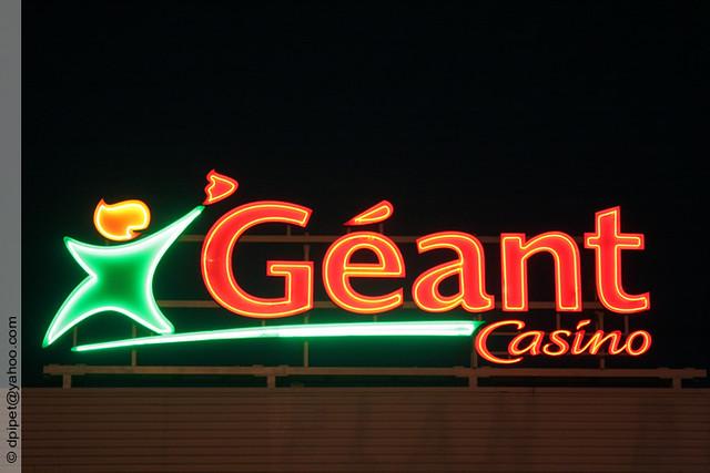 enseigne lumineuse g ant casino enseigne lumineuse g ant c flickr photo sharing. Black Bedroom Furniture Sets. Home Design Ideas