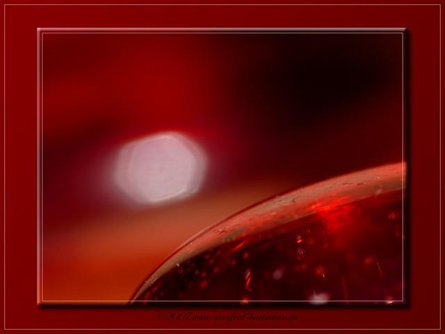 roter glastropfen
