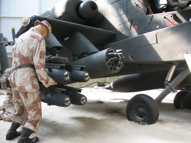 Mounting Hellfires on Apache 3893 - Flickr - Photo Sharing!