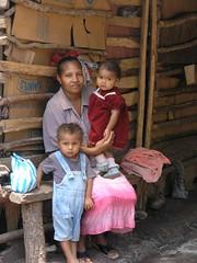 Madre e hijos en su casa - Mother and children in her house between Santa María y Chichicaste, El Paraíso, Honduras