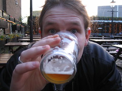 Stillleben: Tom und sein IPA Bier