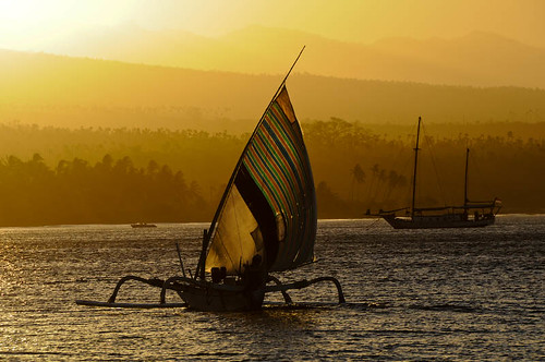 ocean sunset sea bali orange yellow indonesia gold boat asia seasia sailing canoe sail outrigger locationscout amed samrohn amedbeach pantaiamed 65kmeofbali